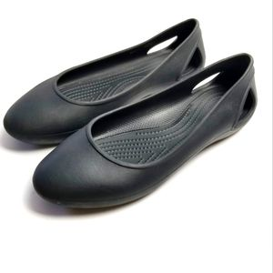 NWOT Crocs Iconic Comfort Laura Side Cut Flat